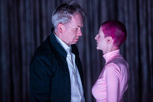 """""""Faust"""" to spektakl wielkich kreacji aktorskich, takich jak: Faust Mirosława Baki i Mefistofeles Magdaleny Gorzelańczyk."""