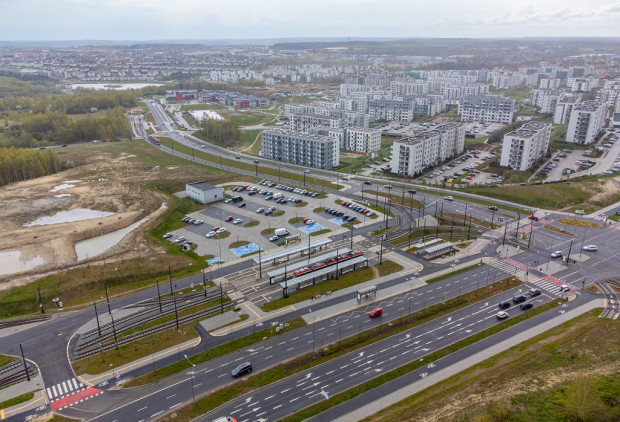 W projekcie planu przewidziano rozwój sieci tramwajowej z pętli Ujeścisko w stronę ul. Świętokrzyskiej oraz Przywidzkiej, choć wcześniej wykreślono takie rozwiązanie z dokumentów planistycznych.