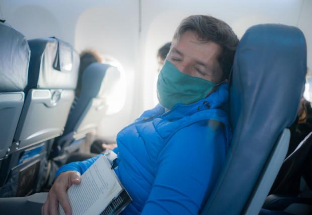 Kompletnie pijany mężczyzna zasnął w samolocie. Musiała interweniować Straż Graniczna (zdjęcie ilustracyjne).