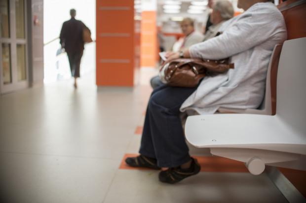Kolejki do specjalistów są bardzo często krótsze w mniejszych placówkach, a często również w mniejszych miejscowościach.