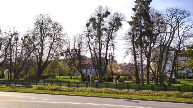 Rozbudowę ul. Malczewskiego (widoczna za ogrodzeniem) zaplanowano na lata 2022-2025.