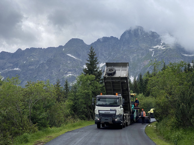 W gdańsku opracowywany jest asfalt, który pozwoli na redukcję zanieczyszczeń powietrza. Spółka Lotos Asfalt dostarczyła surowiec do wykonania drogi do Morskiego Oka.