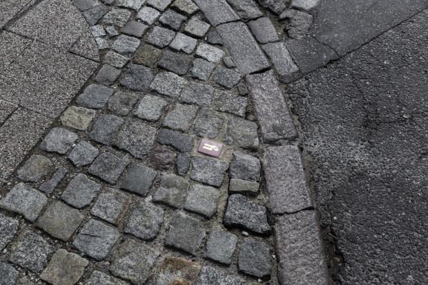 """Kostki wykonane metodą lastryko spotkać można w Śródmieściu Gdańska. Wypełniły one przestrzeń miejską w ramach projektu """"Sekrety""""."""