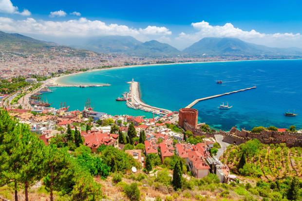 Antalya - najpopularniejszy obecnie kierunek czarterowy z Gdańska. Dla jednych to miejsce docelowe, dla innych punkt wypadowy w inne rejony Turcji.
