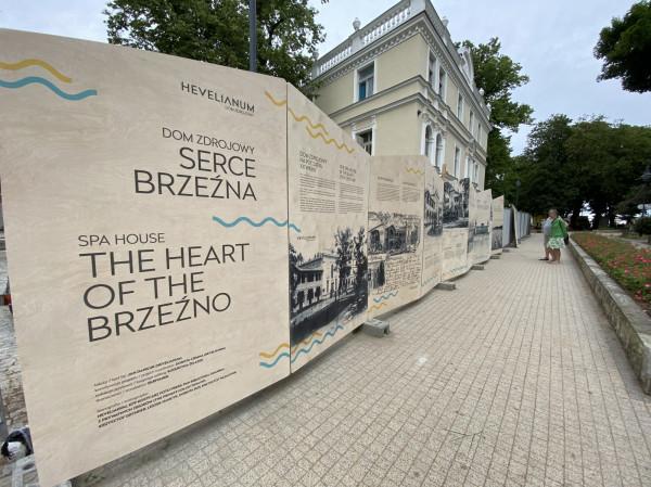 """Jedną z atrakcji sobotniego dnia otwartego będzie """"Dom Zdrojowy. Serce Brzeźna"""" - wernisaż wystawy (czynnej przez całe wakacje)."""