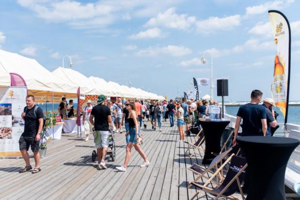 Najwięcej imprez kulinarnych odbywa się latem. Już niemal tradycją stało się, że o tej porze roku na jeden weekend molo w Sopocie zapełnia się stołami pełnymi lokalnego jedzenia z Pomorza i miłośnikami kulinariów, którzy przybywają na Slow Fest.