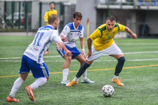 Bałtyk Gdynia może być spokojny o grę w III lidze w następnym sezonie po otrzymaniu licencji. W obecnym zmierzy się jeszcze z Radunią Stężyca. Piłkarze będą mieli okazje do rewanżu za ostatnią porażkę 3:6.
