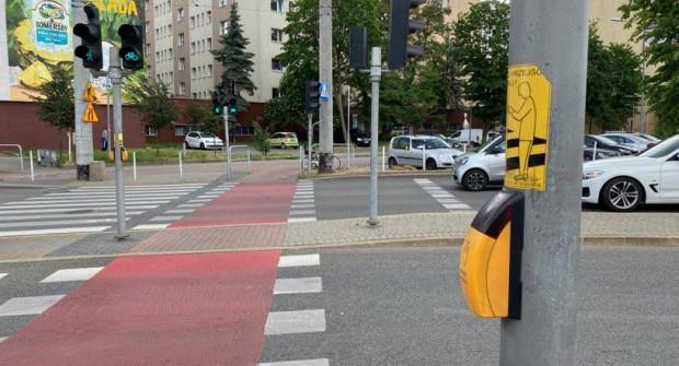 Ponownie są uruchamiane także przyciski na przejściach dla pieszych.
