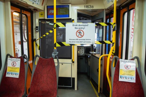 Od soboty ZTM zlikwiduje strefy buforowe oraz zniesie limity pasażerów. Nadal w pojazdach obowiązywać będzie zakrywanie ust i nosa.