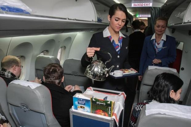 Nie każdy chce korzystać z kateringu na pokładzie samolotu. Dla jednych jest zbyt drogi, dla innych - niesmaczny. Wielu pasażerów woli wnieść na pokład prywatne jedzenie.