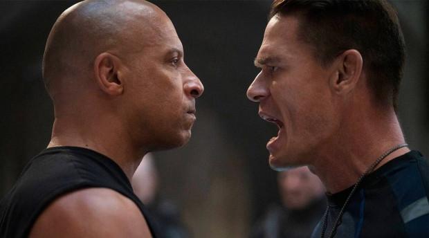 """W """"Szybkich i wściekłych 9"""" pojawia się młodszy brat Doma, Jacob (John Cena) - międzynarodowy agent i najemnik, który staje na drodze starszego Toretto i jego rodziny. Swój udział w intrydze ma też znana z poprzednich części Cipher (Charlize Theron)."""