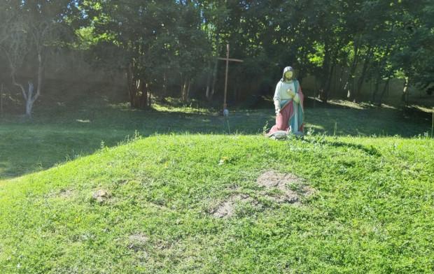 Na działce, gdzie znajduje się była rezydencja abp. Głódzia, pojawiły się krzyże i figury świętych. Część z nich niedawno, ale to dla miasta wystarczający argument, by nie odbierać bonifikaty.