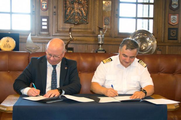 Na zdjęciu prof. Krzysztof Wilde, rektor PG, oraz prof. dr hab. inż. kpt. ż.w. Adam Weintrit, rektor Uniwersytetu Morskiego.