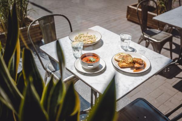 Letni lunch w Serio i przystawka w postaci gazpacho.
