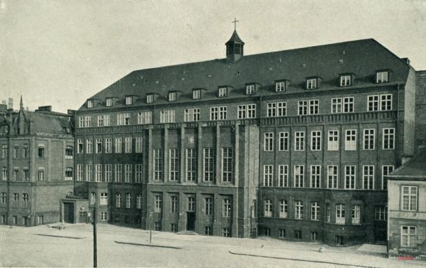 Podczas nalotu uszkodzony został dawny szpital sióstr Diakonisek, dzisiejszy szpital Copernicus przy Nowych Ogrodach w Gdańsku.