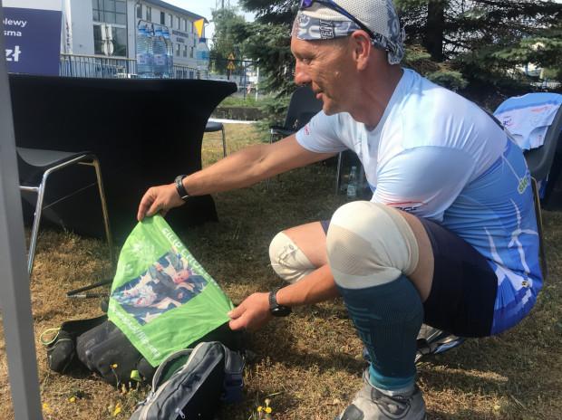 Michał Piech biegnie 540 km wzdłuż wybrzeża, by pomóc zebrać 9 mln na leczenie małego Filipka.
