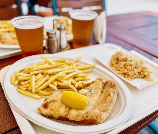 Złocista i chrupiąca - taka powinna być idealna ryba ze smażalni.