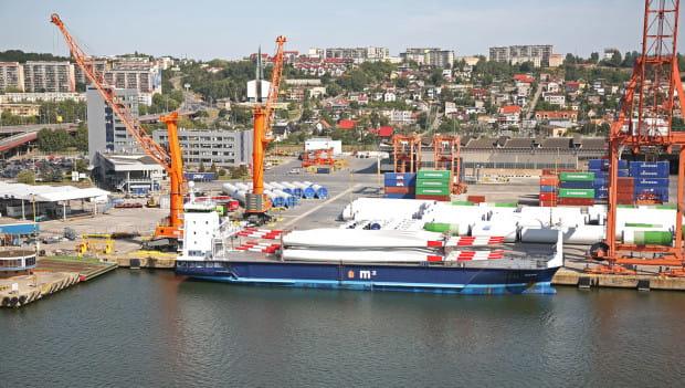 Port Gdynia chce być zapleczem przemysłowo-usługowym na lądzie dla inwestycji związanych z budową i eksploatacją farm wiatrowych. Czy port instalacyjny zastąpi terminal kontenerowy?