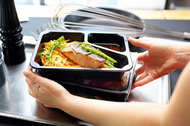 Dieta pudełkowa na pewno sprawdzi się u osób zapracowanych, które chcą utrzymać zbilansowaną dietę przez określony czas.