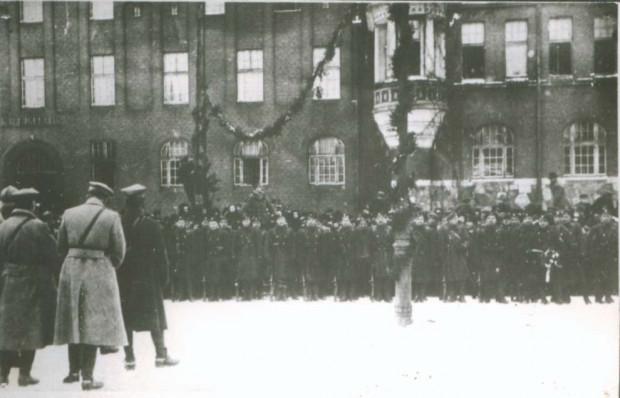 Powitanie wojska Hallera w Tczewie w 1920 roku. Źródło: Miejska Biblioteka Publiczna w Tczewie.
