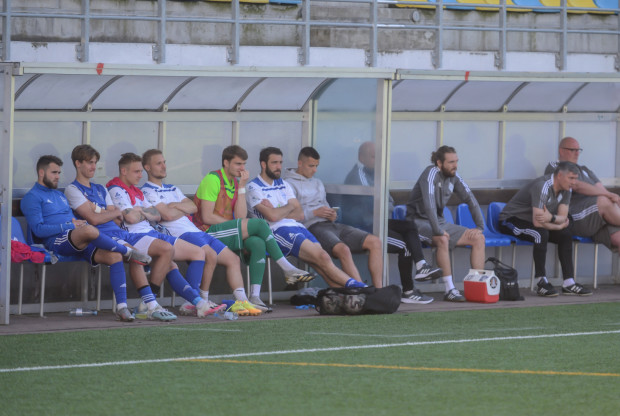 Bałtyk Gdynia czekają jeszcze zmiany kadrowe przed sezonem 2021/22. Kogo ze znanych w Trójmieście piłkarzy zobaczymy na tej ławce 9 lipca, gdy skończą się urlopy?