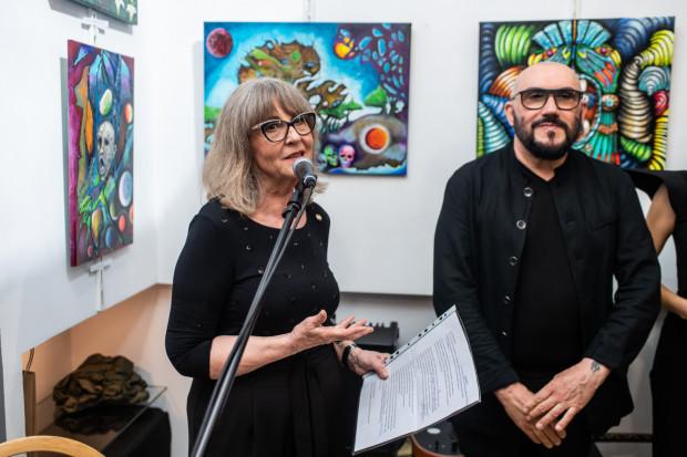 """Wystawa """"Niepodległość Trójkątów"""" to pierwsza z 3 wystaw organizowanych z okazji 30-lecia galerii sztuki Glaza Expo Design."""