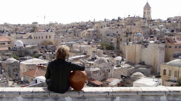 SOUNDING JERUSALEM to niecodzienny projekt w wykonaniu Mélange Oriental & André Ochodlo, w którym spotykają się cztery kultury: żydowska, muzułmańska, ormiańska i chrześcijańska.