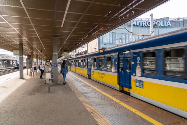 Aplikacje na telefon pozwalają pominąć kasy biletowe oraz biletomaty. Trzeba jednak pamiętać o skasowaniu biletu przed wejściem do pociągu kilka minut przed planowanym przyjazdem.