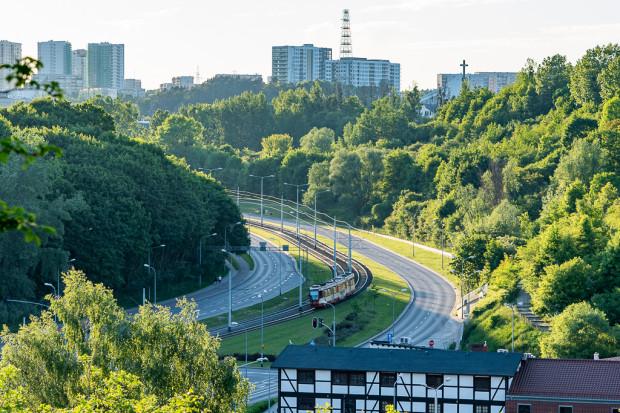 Telefoniczne bilety metropolitalne na tramwaj, autobus czy trolejbus są nieznacznie tańsze od papierowych odpowiedników dystrybuowanych przez ZTM Gdańsk oraz ZKM Gdynia.