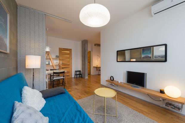 Klimatyzatory obecne na rynku można zainstalować w domu czy mieszkaniu w zasadzie w dowolnym momencie i pomieszczeniu.