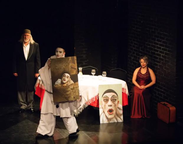 Na scenie pojawił się m.in. Pierrot i sopranistka Marzena Ostryńska (po prawej).