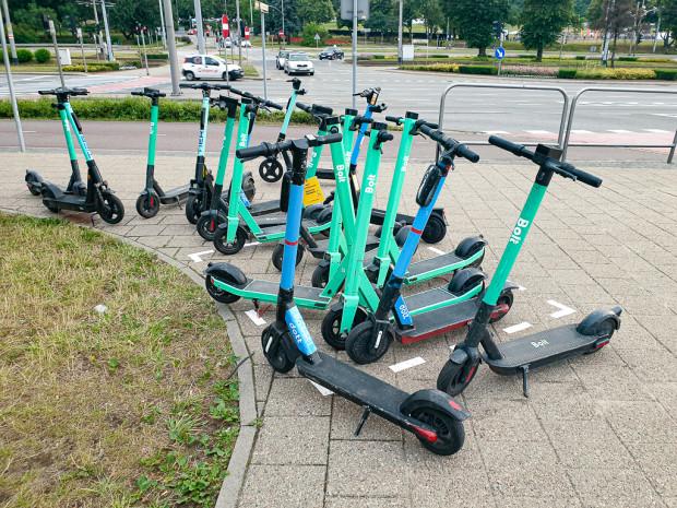 Współcześnie, oprócz rowerów, istnieje szeroka gama innych środków osobistego transportu, które mogą w mieście zastąpić samochód czy komunikację miejską.
