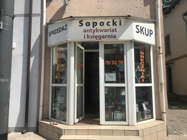 Sopocki Antykwariat jest w tym miejscu od 10 lat.