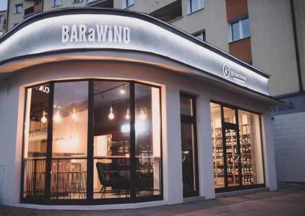 Kondrat Wina Wybrane to kolejny już na mapie Polski sklep sieci Marka Kondrata. Koncept sklepu winiarskiego połączony z funkcją BARaWINO - baru winnego będącego autorską wersją francuskich bar-à-vin.