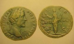 Awers i rewers świadczą, że znaleziona moneta to sestercja cesarza rzymskiego Antoninusa Piusa.