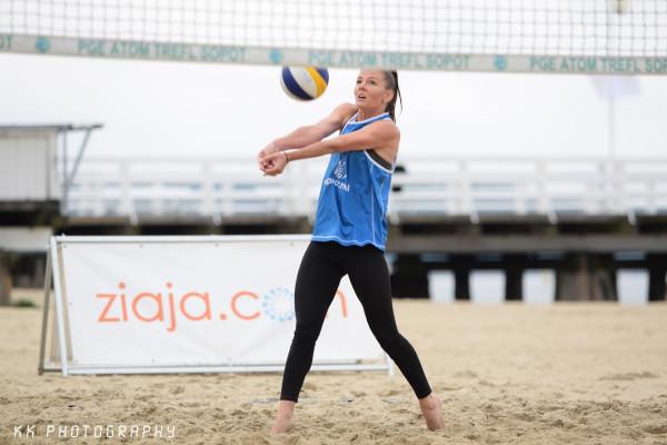 Jedną z weekendowych atrakcji jest możliwość wzięcia udziału w siatkarskim turnieju na plaży, obok molo w Sopocie.
