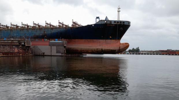 Buxcliff w doku pływającym.