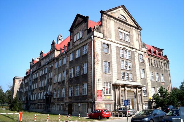 Powstały na początku XX wieku gmach szkolny przy ul. Głębokiej doczeka się gruntownego remontu.