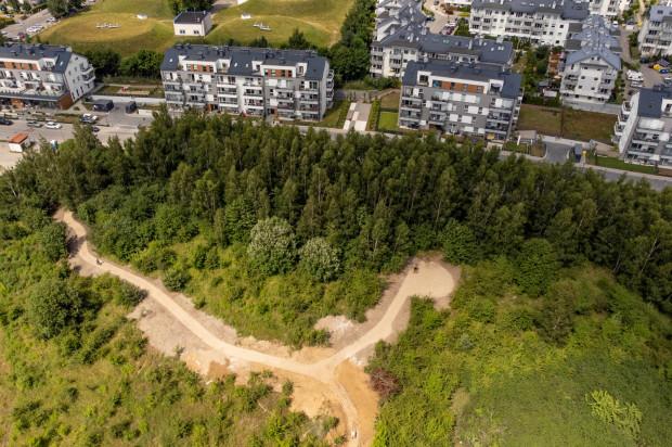 Ścieżki na terenie multiparku na Morenie są już widoczne, ale budowa pozostałych elementów rekreacyjnych dopiero się rozpocznie.