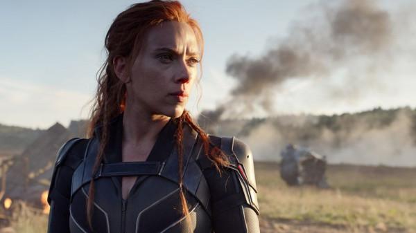 Natasza Romanoff po rozpadzie Avengersów ukrywa się przed agentami T.A.R.C.Z.Y. i właśnie wtedy natrafia na przypadkową substancję, dzięki której może uratować życie tysięcy dziewcząt, które zaczynały podobnie jak ona.