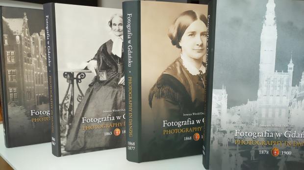 Stworzenie czterech tomów serii zajęło Dunajskiemu łącznie 20 lat.