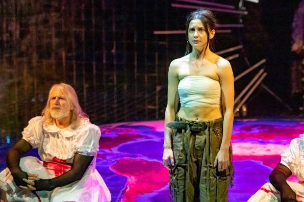 Spectacolul a condus-o cu succes pe Agata Woźnicka ca alter ego al lui Bonn Park.
