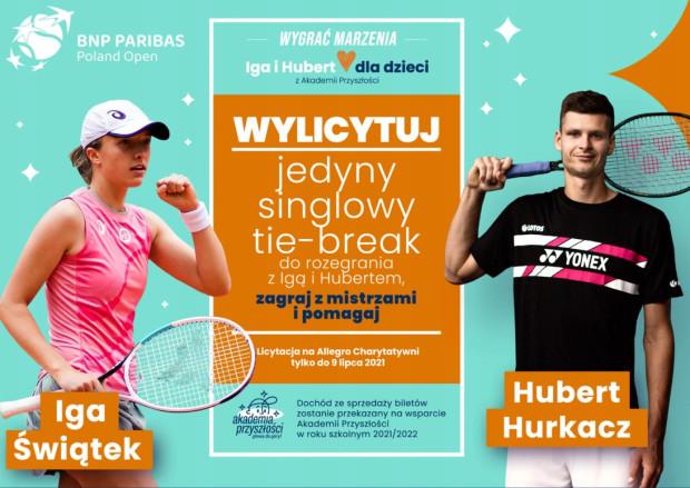 Zwycięzca licytacji za możliwość rozegrania w Gdyni tie-breaka z Igą Świątek i Hubertem Hurkaczem, zapłacił 9900 zł. W sprzedaży są już dodatkowej wejściówki na pokazowy mecz, wyłącznie dla osób zaszczepionych na Covid-19.