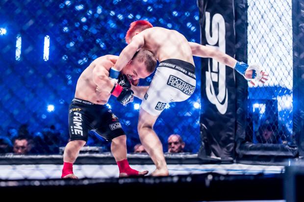 W walkach typu freak fight walczą postaci znane z mediów społecznościowych, niezwiązane na co dzień ze sportem. Na zdj. walka Mini Majka z Lordem Kruszwilem.   Gala Fame MMA w Ergo Arenie 2019 r.