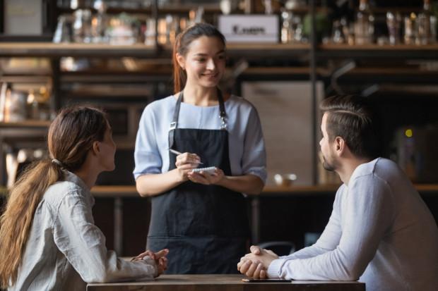 Zwyczaj zostawiania napiwków jest najbardziej rozpowszechniony w branży gastronomicznej. To rodzaj podziękowania za uprzejmą, profesjonalną obsługę.