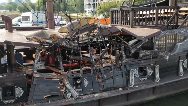 W wyniku środowego wypadku Czarna Perła uległa poważnym zniszczeniom, a rejsy nią zostały zawieszone do odwołania.