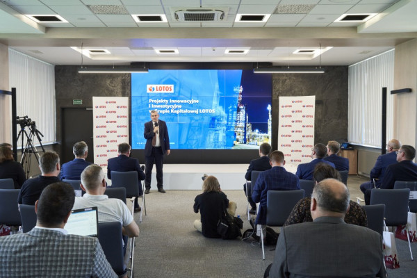 O tworzeniu centrów kompetencyjnych w ramach koncernu multienergetycznego i kluczowych inwestycjach mówili przedstawiciele Grupy Lotos podczas debaty inwestycyjnej, jaka odbyła się w siedzibie spółki. Na zdjęciu Jarosław Wróbel, wiceprezes zarządu Grupy Lotos ds. inwestycji i innowacji.