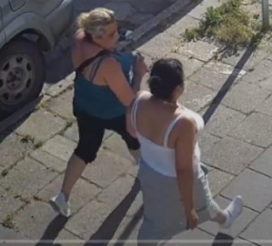Policja opublikowała wizerunki kobiet, które mogą mieć związek z kradzieżą 10 tys. zł