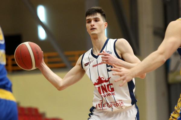 Asseco Arka Gdynia pozyskała Dominika Wilczka z Kinga Szczecin. W poprzednim sezonie zdobył średnio 6,7 punktu przy 17 minutach gry.