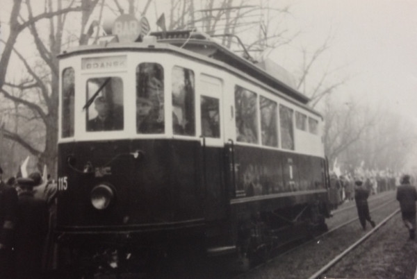 W 1960 r., tramwajowy bar zakończył działalność. Pojazd został wówczas przekształcony w mobilną świetlicę. W kolejnym roku został skierowany do kasacji.